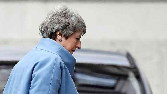 梅姨辞职:为脱欧而战的囚徒首相