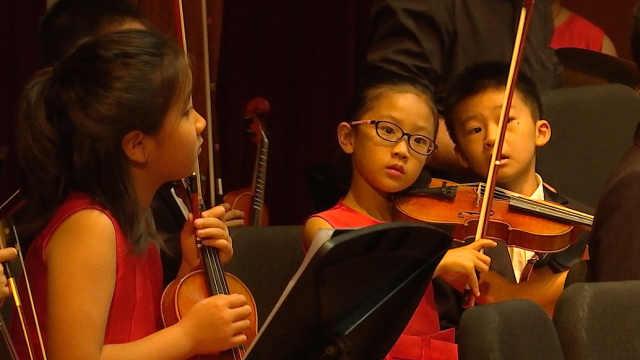 萌娃小提琴手:喜欢音乐,演完有糖吃