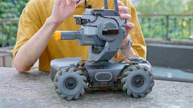大疆RoboMaster S1机甲战车体验