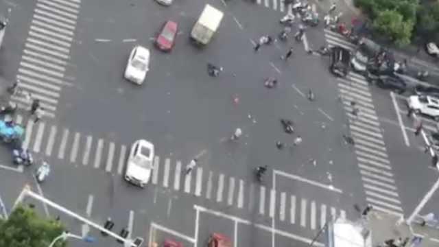 警方7答常州奔驰车祸:司机癫痫发作
