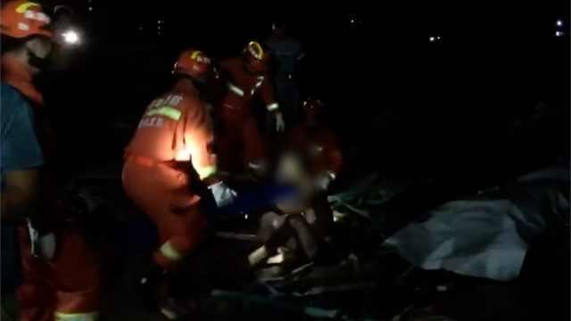 海南凌晨突发龙卷风,消防深夜救援