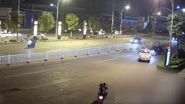 女司机遇查冲撞警车:跟老公吵架了