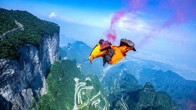 直播:1500米悬崖起飞!翼装飞行大赛