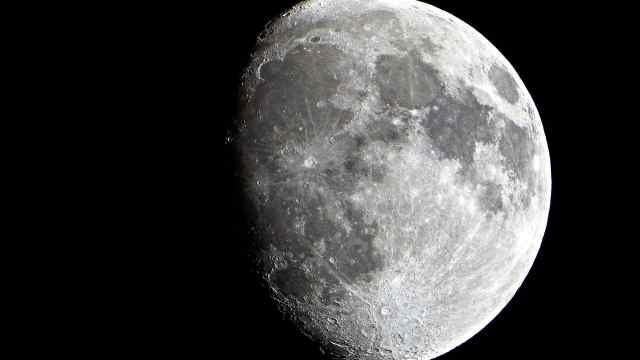 新研究称:月球内部或埋藏白金宝藏