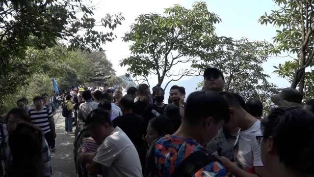 天门山景区游客井喷,停止售票限流