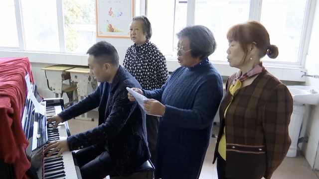 3退休教师20天编歌谱曲,歌颂祖国