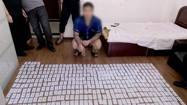 他非法搜集处方药,当毒品抛售3万片