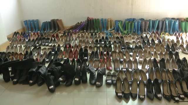 男子偷高跟鞋上瘾,屋里堆近200双鞋