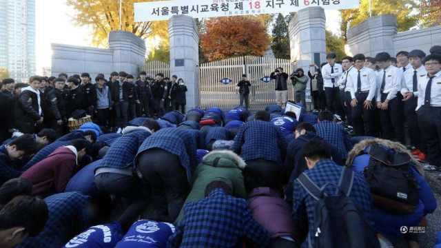 直播:5门一天考,韩国高考紧张举行