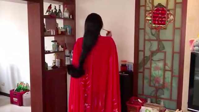 女子头发长达2米5:洗一次要40分钟
