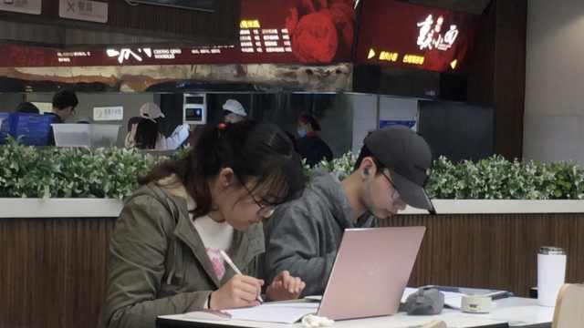 食堂为考研生延迟关门:有空调夜宵