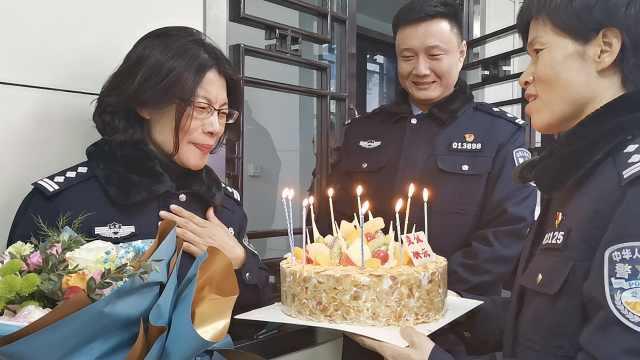 女民警生日当天退休,同事敬礼泪别