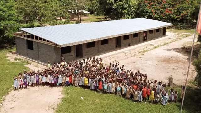 特制砖!非洲用100%废塑料建成教室