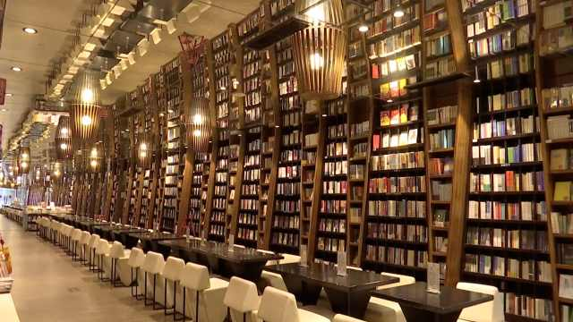 疫情下的网红书店:日入300月花10万