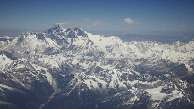 为防疫尼泊尔全国封锁,数百登山者被困喜马拉雅山