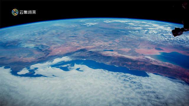从太空俯瞰地球,大气层原来可以如此美丽