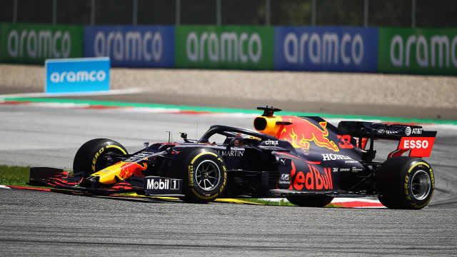 F1 新赛季揭幕战结束,博塔斯夺冠,汉密尔顿被罚时。