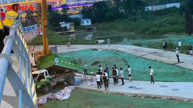 南京一工程车冲破护栏从高架桥坠落,司机受伤