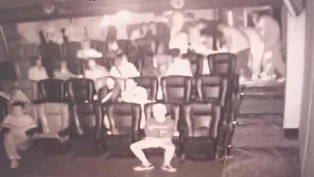 电影院观众突发癫痫口吐白沫,现场4名医学生上前施救