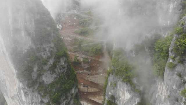 重庆巫溪两山间有条18道拐Z字公路!10米1个急转弯,最陡处70°