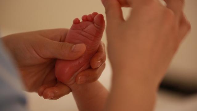 掌握最全的抚触方法让宝宝更舒服!