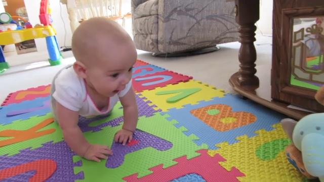 宝宝爬行不懂怎么教?爬行垫来帮忙