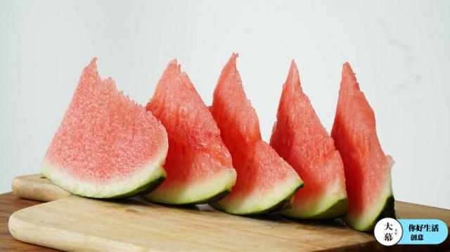 这一招竟能让你吃西瓜不用吐籽?
