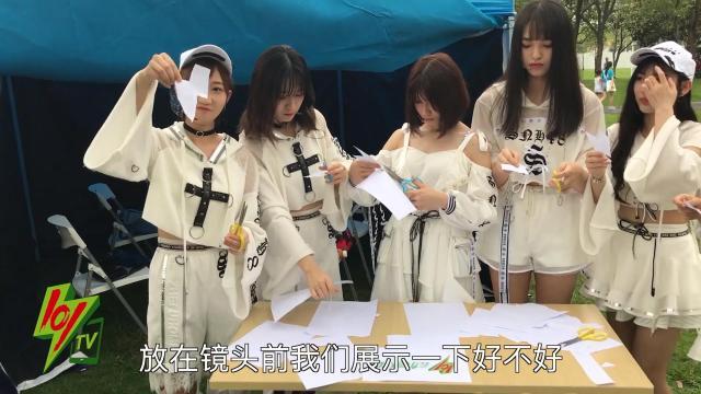 国际左撇子节,SNH48竟然用左手…
