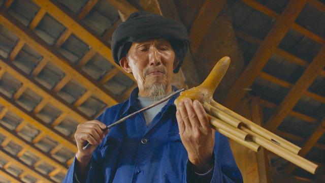 在云南边境,有一种会喝酒的乐器