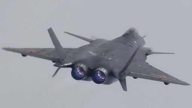 歼20换更强发动机 誓将F22斩落马下