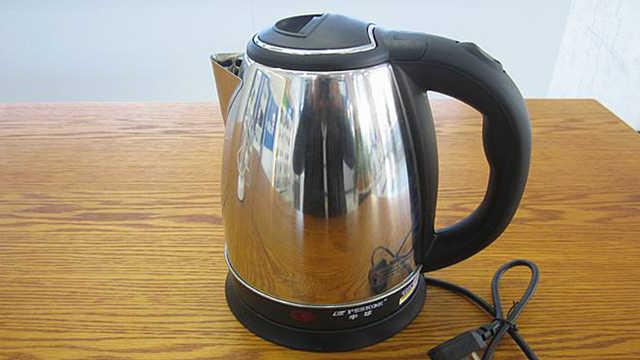 热水壶里烧的水,喝久了会中毒?
