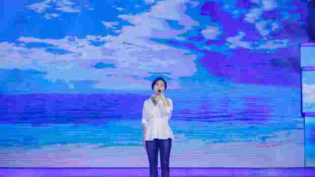 顾莉雅热唱《我在飞》喜迎国庆