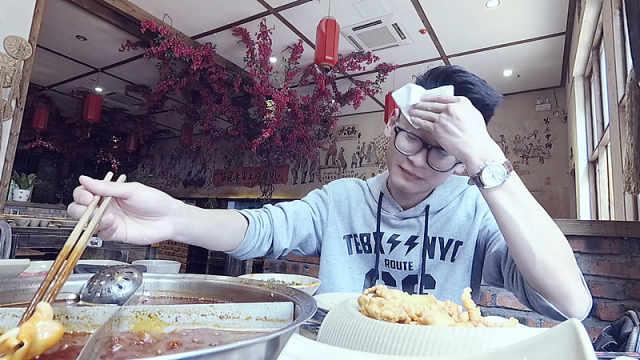 一个人吃重庆火锅这种麻和辣很过瘾