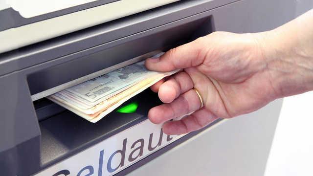 为什么银行总让客户在ATM上取款?