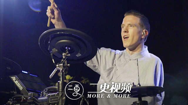 独臂小哥做鼓手,生活有什么不可能
