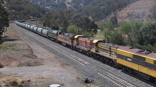 为什么货运火车有70节车厢?