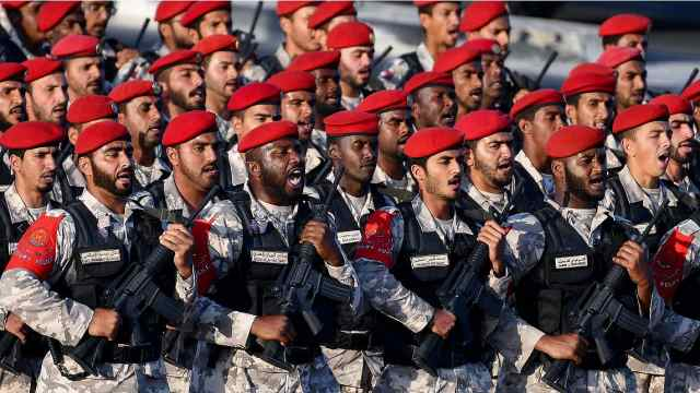 卡塔尔阅兵走中国式正步,军迷振奋