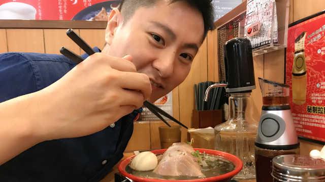 在北京吃到神奇的黑芝麻糊猪骨拉面