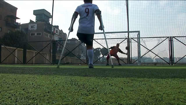 身障小伙组成埃及首个截肢足球联盟