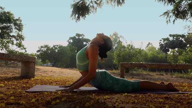 sikana瑜伽教程:眼镜蛇式