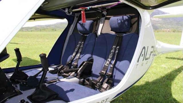 这架飞机装两节电池就能上天!