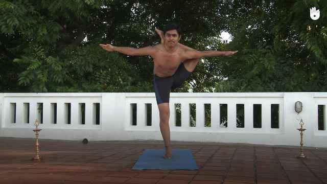 印度古式瑜伽教学:单腿独立绕头式