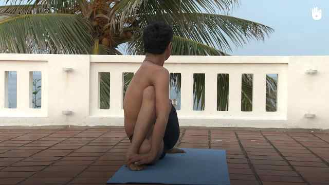 印度古式瑜伽教学:全扭脊背式