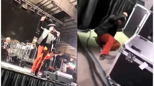 歌手掉下舞台,一脸淡定继续唱歌