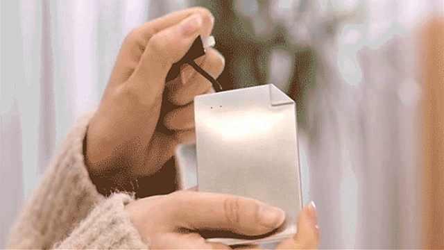 国产黑科技充电宝,跟卡片一样大小