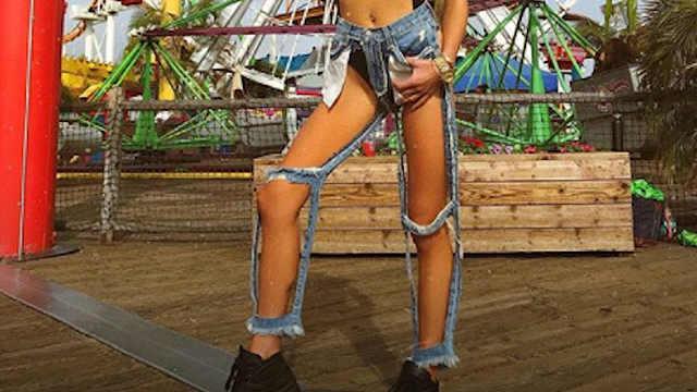 时尚又出怪招!牛仔裤剪到只剩口袋