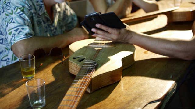 舌尖上的美食之漂流的木吉他