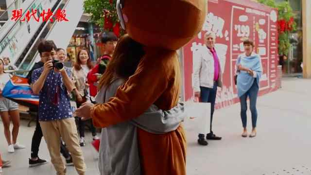 他化身布朗熊告白,女友感动泪奔