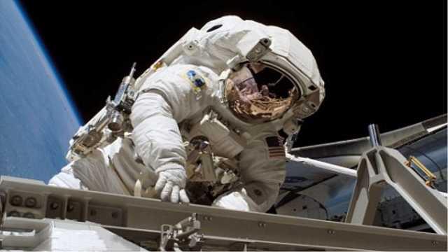 金属在太空上为什么会自动焊接?