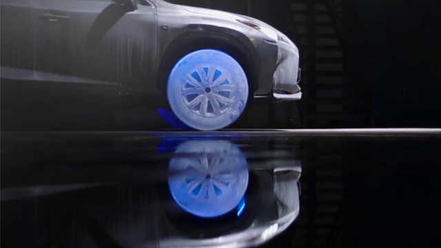 用冰块做轮胎?是的,你没看错